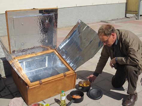 Telkes-mallin aurinkokeitin ja Kari Silfverberg